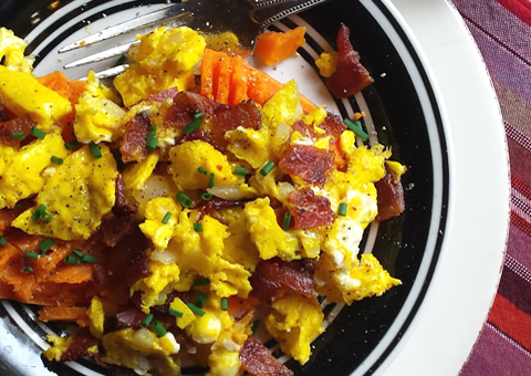 whole30 paleo easy meal: egg + bacon scramble on sweet potato