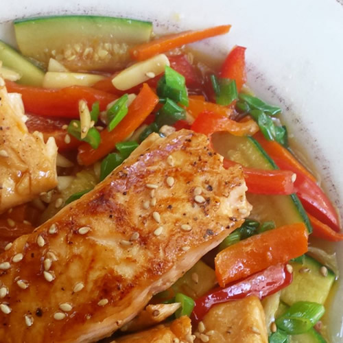 asian-stir-fry-with-salmon-500sq