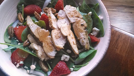 strawberry-spinach-salad-540x310